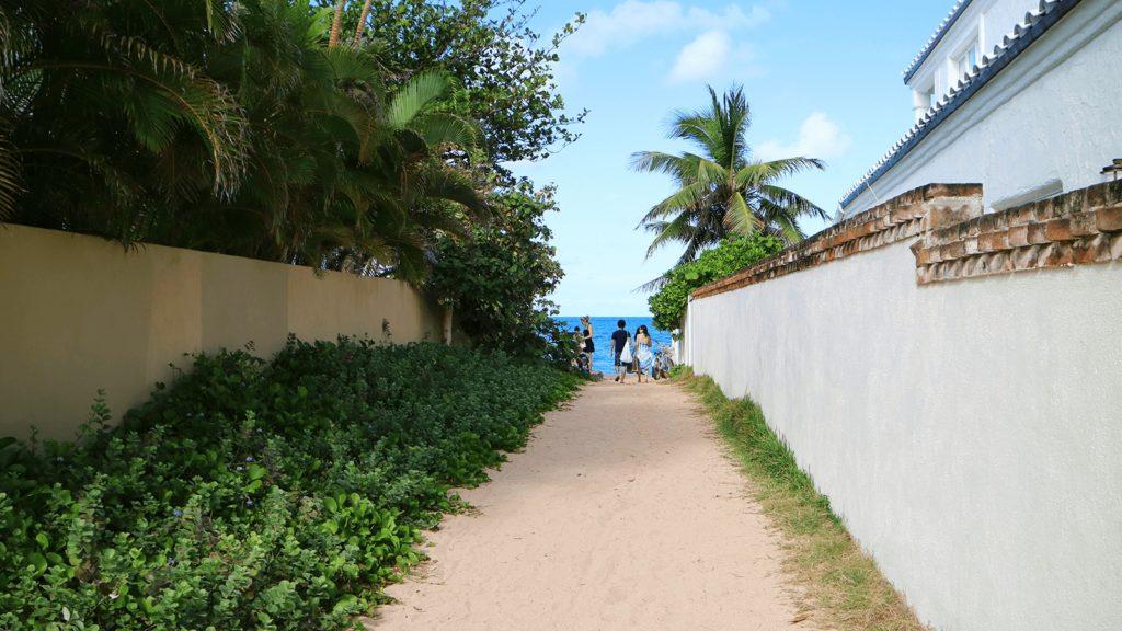 ラニカイビーチに続く有名な小道